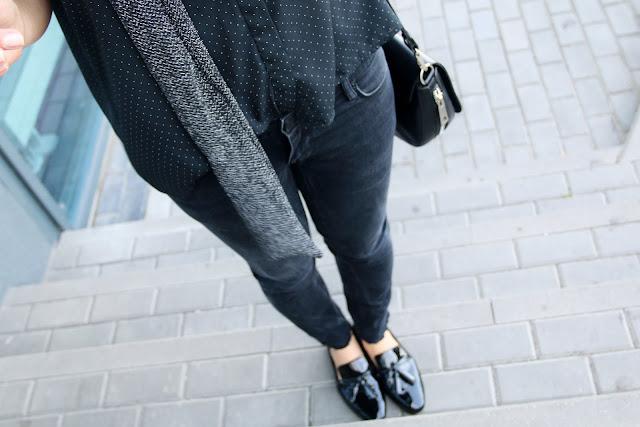 novamoda style, trendy, total black, mango, mokasyny, cateye, lakierowane mokasyny, czarne rurki, koszula w groszki, czarna koszula w groszki, koszula oversize, czarna oversize bluzka, okulary kocie oczy, moda po 30 ce, novamoda streetstyle, streetstyle