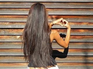 девушка волосы сердечко