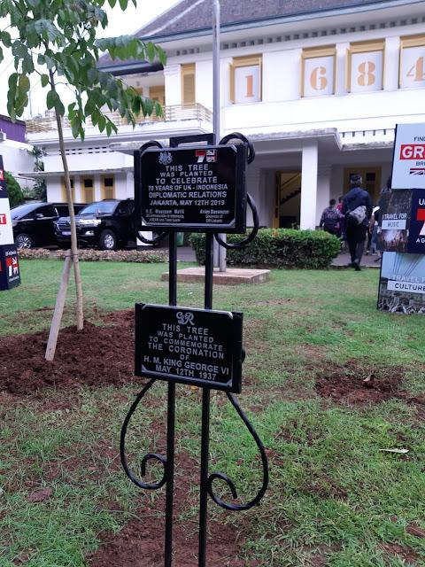 tanam pohon bersama Dubes Inggris dan Gubernur Anies