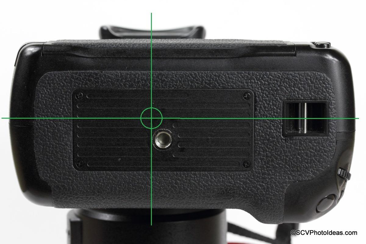 Canon BG-E7 Battery Grip tripod socket positioning