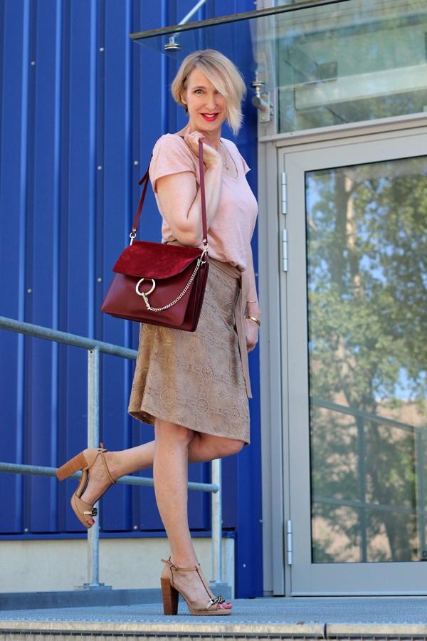 Outfit in zarten Beigetönen