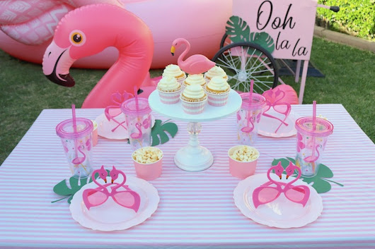 LAURA'S little PARTY: Backyard flamingo pool party