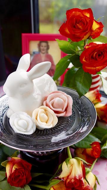 Fanny Cradock Icing Roses