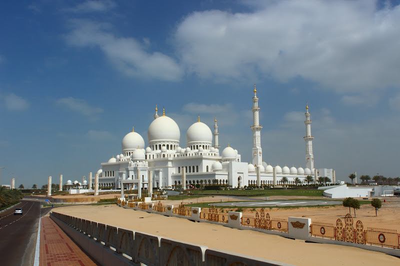 the grand mosque in abu dhabi photo essay oneika the traveller pulled over illegally on the side of the road to behold the mosque in all its splendor