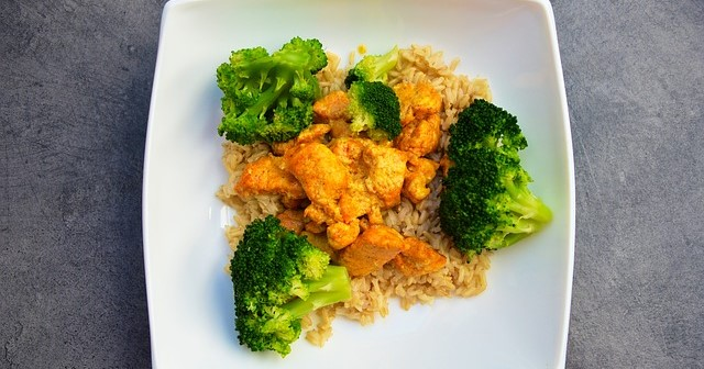 Chicken Breast and Broccoli over Brown Rice