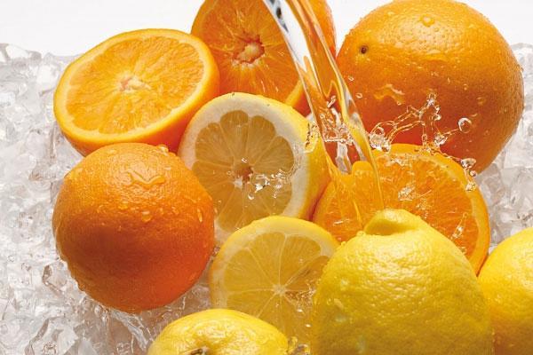 Tắm trắng bằng cam, muối biển