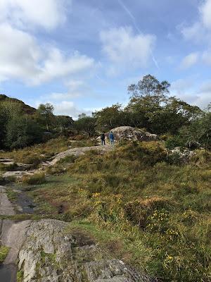 Lady's Point. Am Ring of Kerry tummeln sich auch im Oktober noch die Touristen. In den warmen Monaten ist es dort nicht auszuhalten. Aber am besten gegen die Rundreiserichtung fahren. Und ausserhalb der Saison. Dann hast du die Ausblicke für dich. Allein. © diekremserin on the go