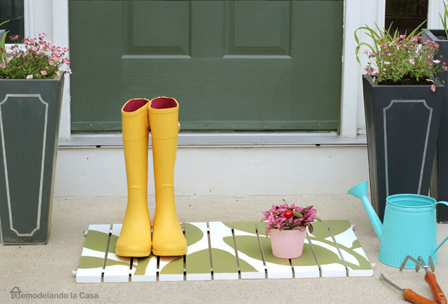 diy wooden door mat - green and white
