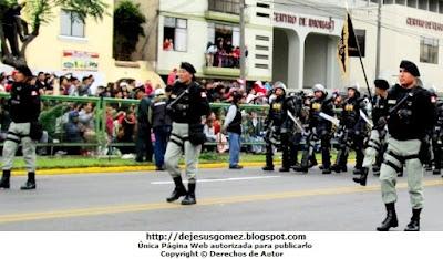 Foto de desfile de los GOES del INPE en el Desfile de la Parada Militar del Perú. Foto de los GOES de Jesus Gómez