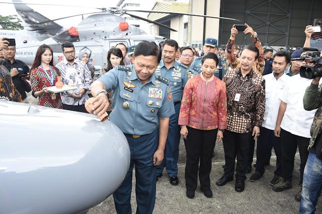 Kasum TNI Saksikan Penyerahan Alutsista TNI di PT DI