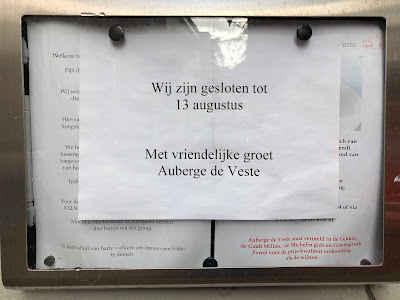 Notice advising of a closure, gesloten.