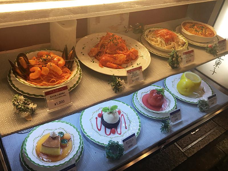 新宿東口のクラシカルなレストラン『ル・ブラン 新宿店』の食品サンプルケース