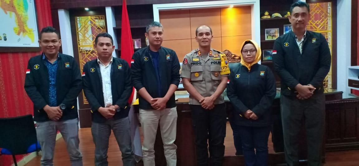 Kapokres Labuhanbatu foto bersama  Pengurus Satuan Wartawan Polres setempat