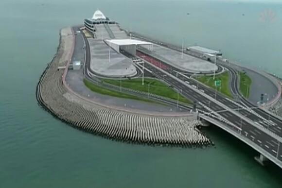 China Opens World's Longest Sea Bridge Designed To Last 120 Years (PHOTOS)