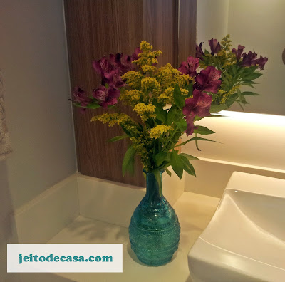 vaso-flores-lavabo