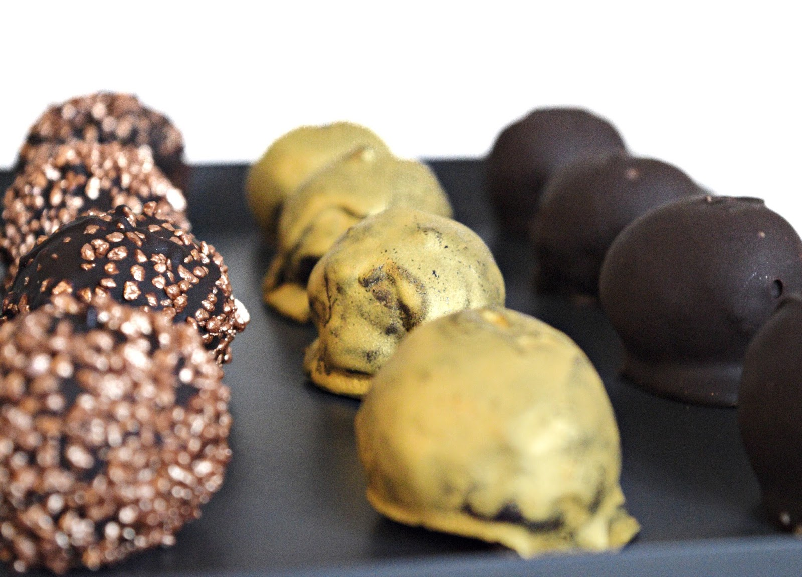 mini golden cheesecake truffles