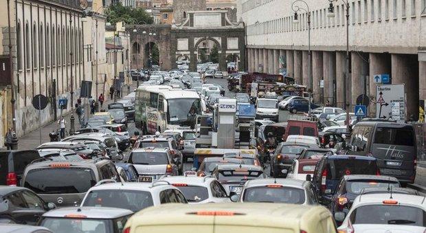 Roma: 254 ore l'anno perse nel traffico
