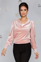 Bluza LaDonna roz prafuit din catifea cu incretituri