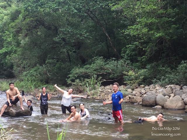 Tắm suối Đắk Ca, giữa rừng Bù Gia Mập