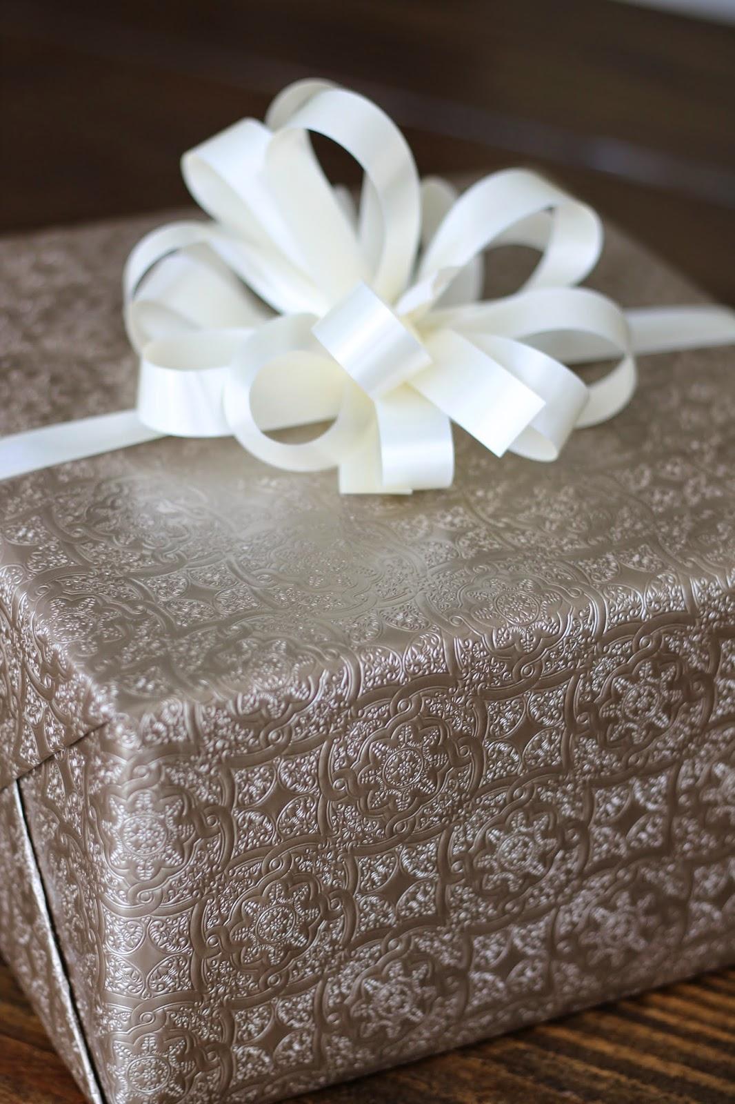 How To Make A Pretty And Easy Christmas Bow Carolina Charm