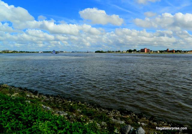 O Rio Mississípi no Bairro Francês de Nova Orleans