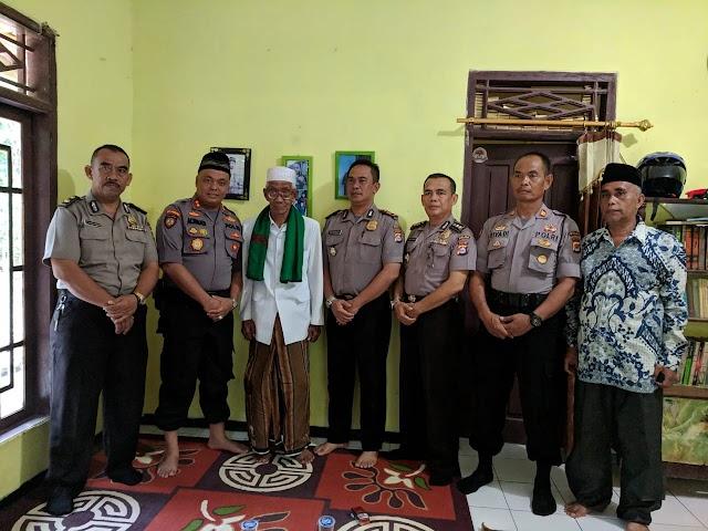 Dirsamapata Polda Banten Sambangi Ketua MUI Kecamatan Petir