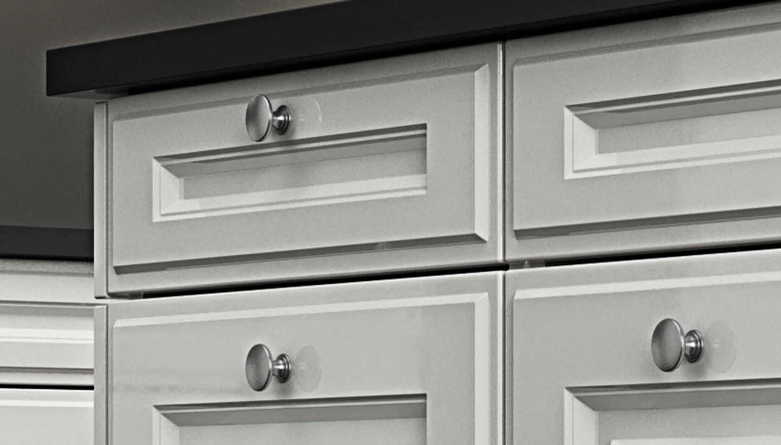 Tiradores de cocina peque os y necesarios accesorios cocinas con estilo - Tiradores de puertas de cocina ...