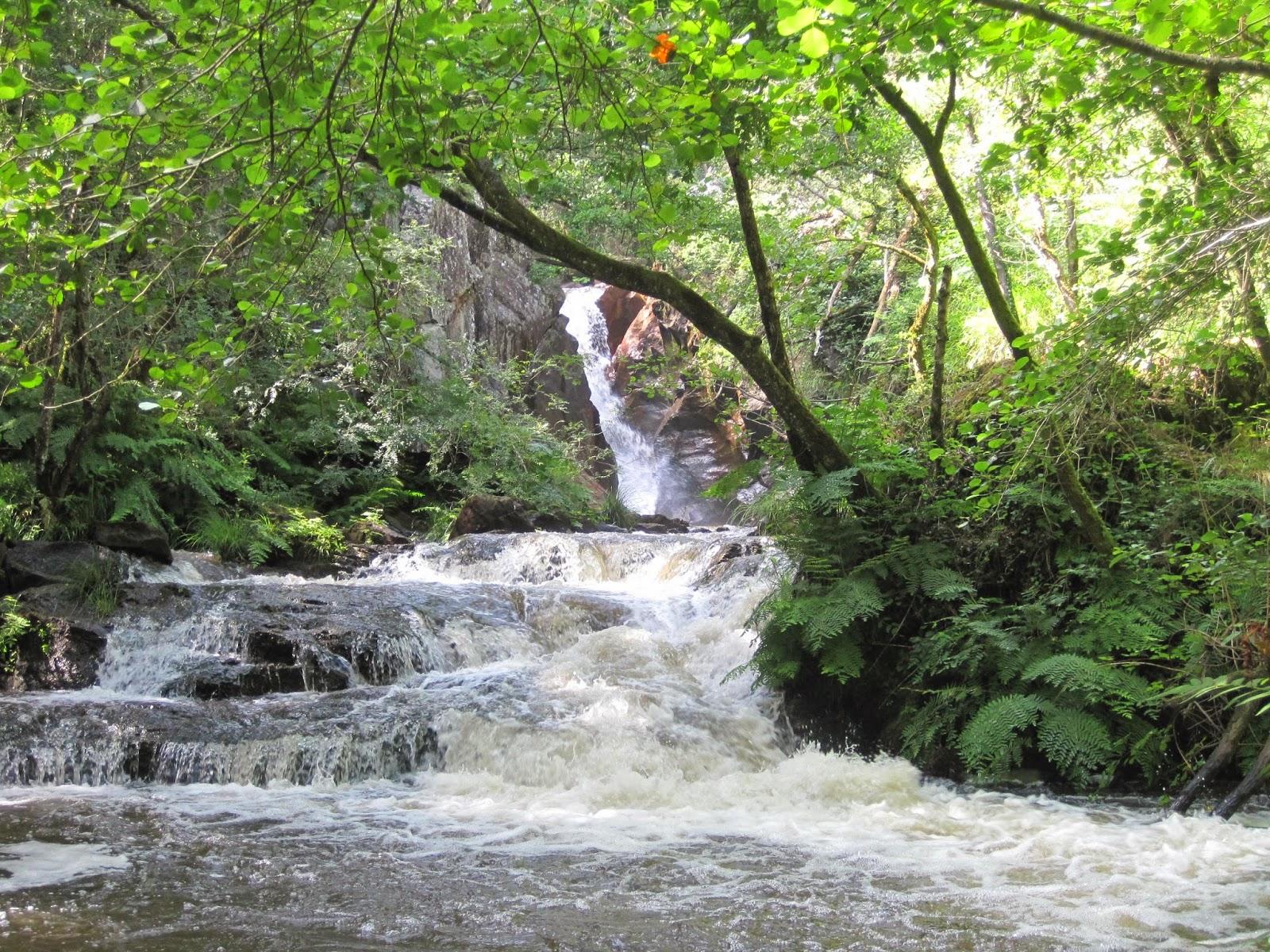 Cascada Salto das Pombas en Touro