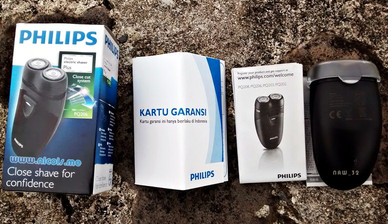 Kelengkapan pembelian Philips Electric Shaver Plus PQ206 Close cut system