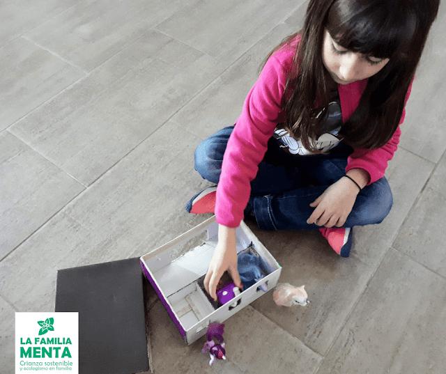 Actividad para peques: establo de juguete con una caja de zapatos