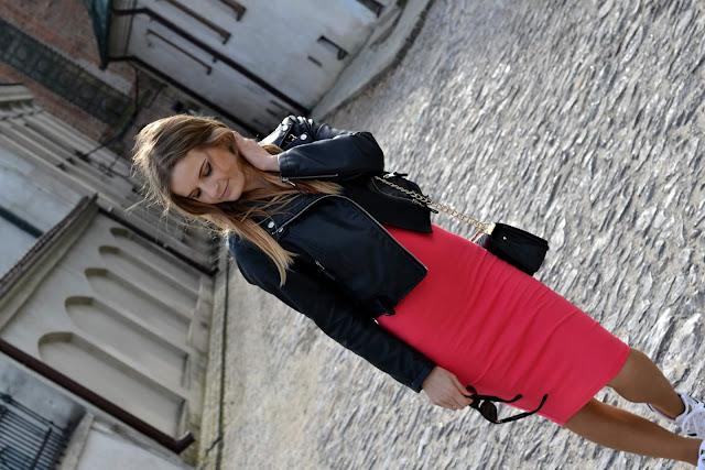 Różowa sukienka midi i skórzana ramoneska. ♥ #SANDOMIERZ