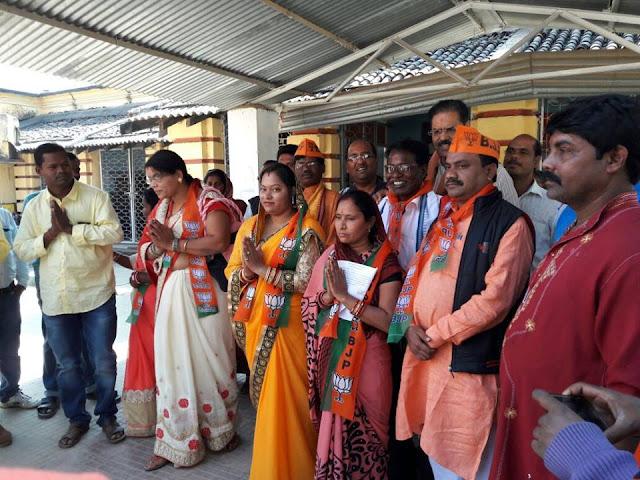 15977905 112819602560408 5689072454585564483 n Filling to nomination paper in presence of LP Leader Kanak Vardhan Singh Deo