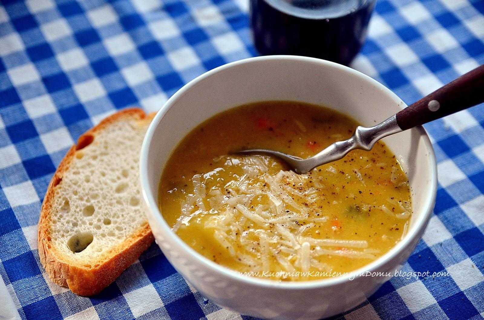 Kuchnia W Kamiennym Domu Zupa Z Czerwonej Soczewicy Z Kapusta Wloska
