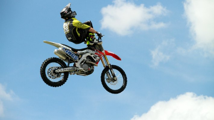 Wallpaper 2: Motocross Aerial Acrobatics