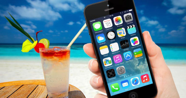 accesorios-imprescindibles-iphone-playa-640x336 Your iPhone does not like summer time: protect it like this Technology