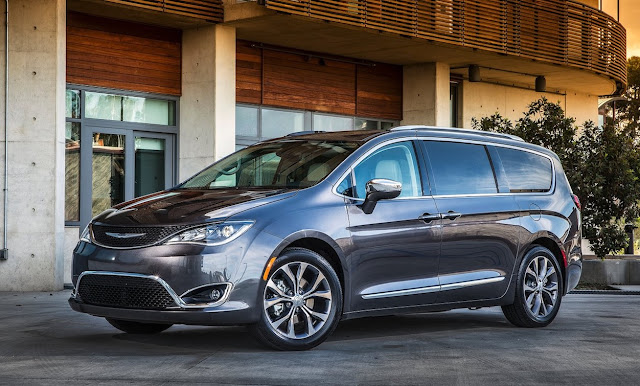 2017 Chrysler Pacifica grey