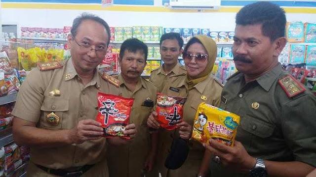 Tim Terpadu Luwu Sita Mie Instant yang Mengandung Babi di Minimarket