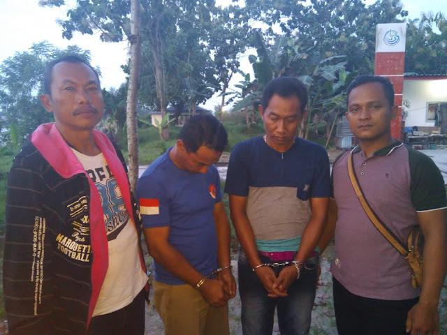 Kedua orang oknum PNS Pemko Tanjungbalai yang menjadi tersangka narkoba berikut barang buktinya saat diamankan oleh Sat Res Narkoba Polres Tanjungbalai, Rabu (10/10)