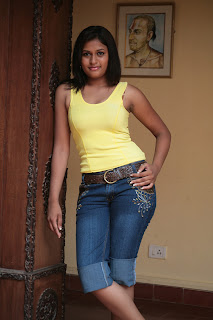 Actress Kiruthika Spicy Gallery (4)
