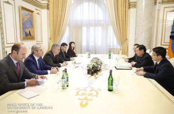 China y Armenia discuten futura colaboración comercial