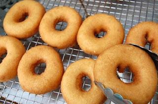 làm bánh donut bằng lò nướng