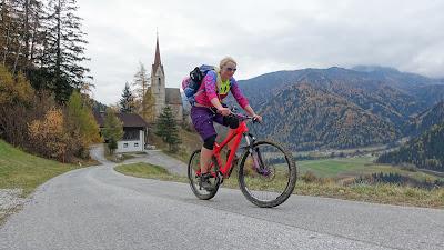 Auffahrt mit dem Mountainbike