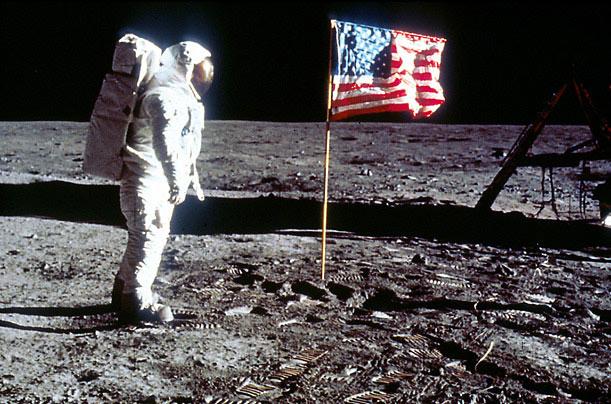 Algo aconteceu quando o homem foi à lua? Documentário interessante!