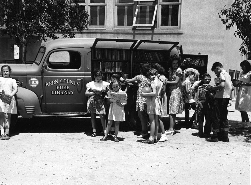 Before Amazon, We Had Bookmobiles 15+ Rare Photos Of Libraries-On-Wheels - Children Gathering At The Kern County Free Library Bookmobile At Aztec School, 1947