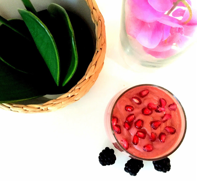 Raw Vegan Smoothie - Beauty Drink Pomegranate & Berry Smoothie - Healthy Smoothie
