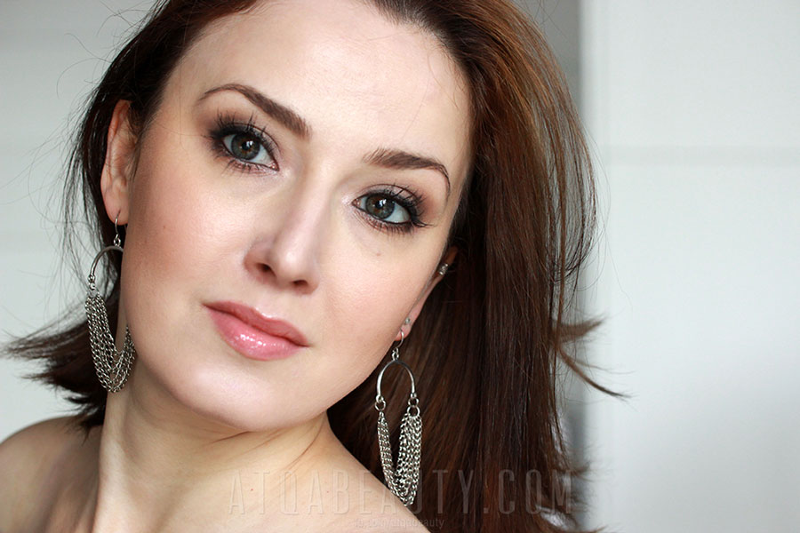CZYTAJ DALEJ >> Mineralnie z Lily Lolo • makijaż wieczorowy • Atqa Beauty Blog