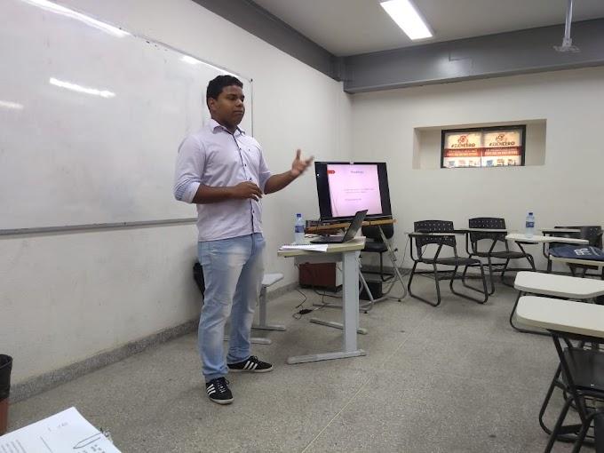 Estudante de História da UFRB, apresenta TCC acerca da Representação do Negro no Livro Didático para a EJA.