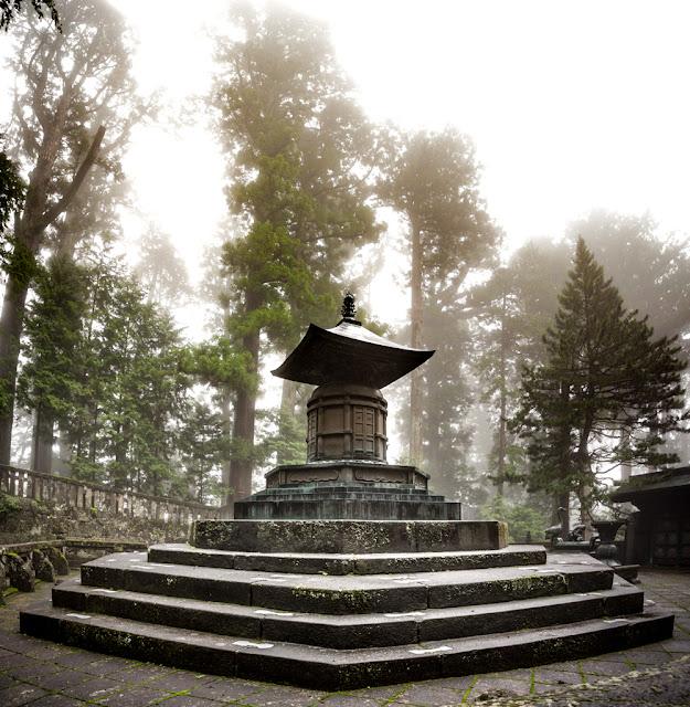 Mausoleo de Tokugawa Ieyasu :: Panorámica 4 x Canon EOS5D MkIII | ISO400 | Canon 17-40@17mm | f/5.6 | 1/50s