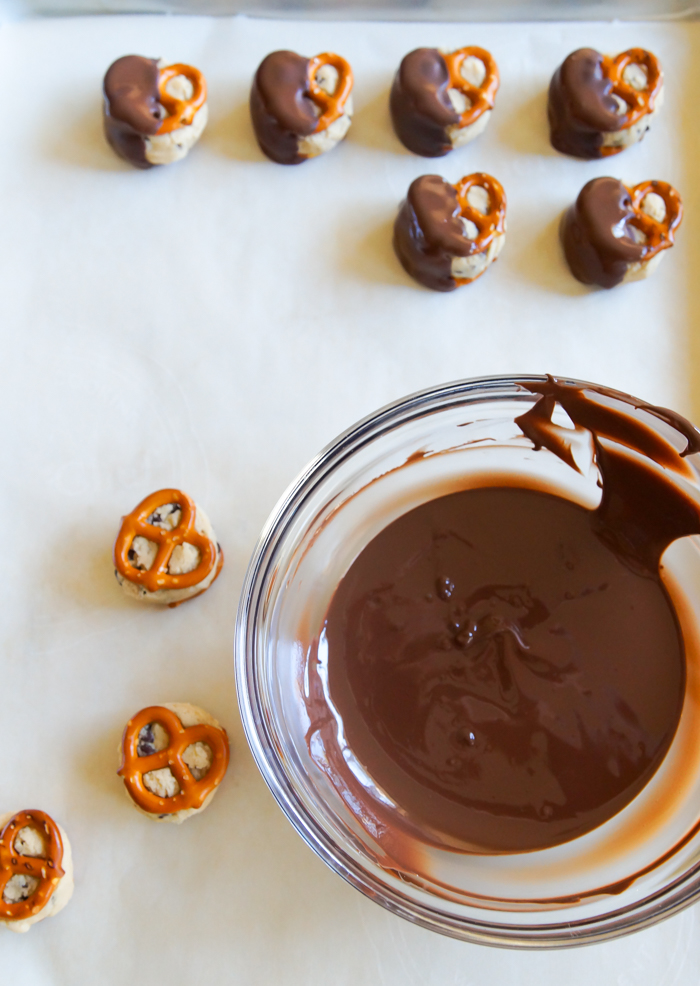 Toasted Flour (read: completely safe to eat) Cookie Dough Pretzels | bakeat350.net