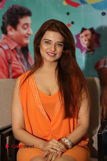 Actress Saloni Aswani Pos in Short Dress at Meelo Evaru Koteeswarudu Movie Interview  0150.JPG